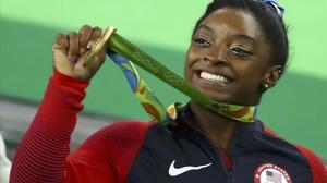 Biles celebra su segundo oro olímpico en Río.