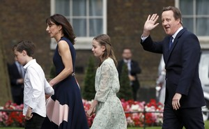 Britain's outgoing Prime Minister, David Cameron, accompanied by his wife Samantha, daughters Nancy and Florence and son Arthur, prepare to pose for photographs in front of number 10 Downing Street, on his last day in office as Prime Minister, in central London, Britain July 13, 2016. REUTERS/Stefan Wermuth/File Photo
