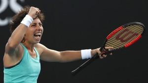 Carla Suárez celebra su triunfo sbre Kanepi en Melbourne.