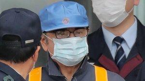 Carlos Ghosn sale del centro penitenciario donde estuvo encerrado más de tres meses.