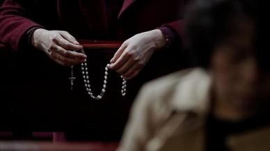 Católicos celebran misa en la Catedral de la Inmaculada Concepción de Pekin.
