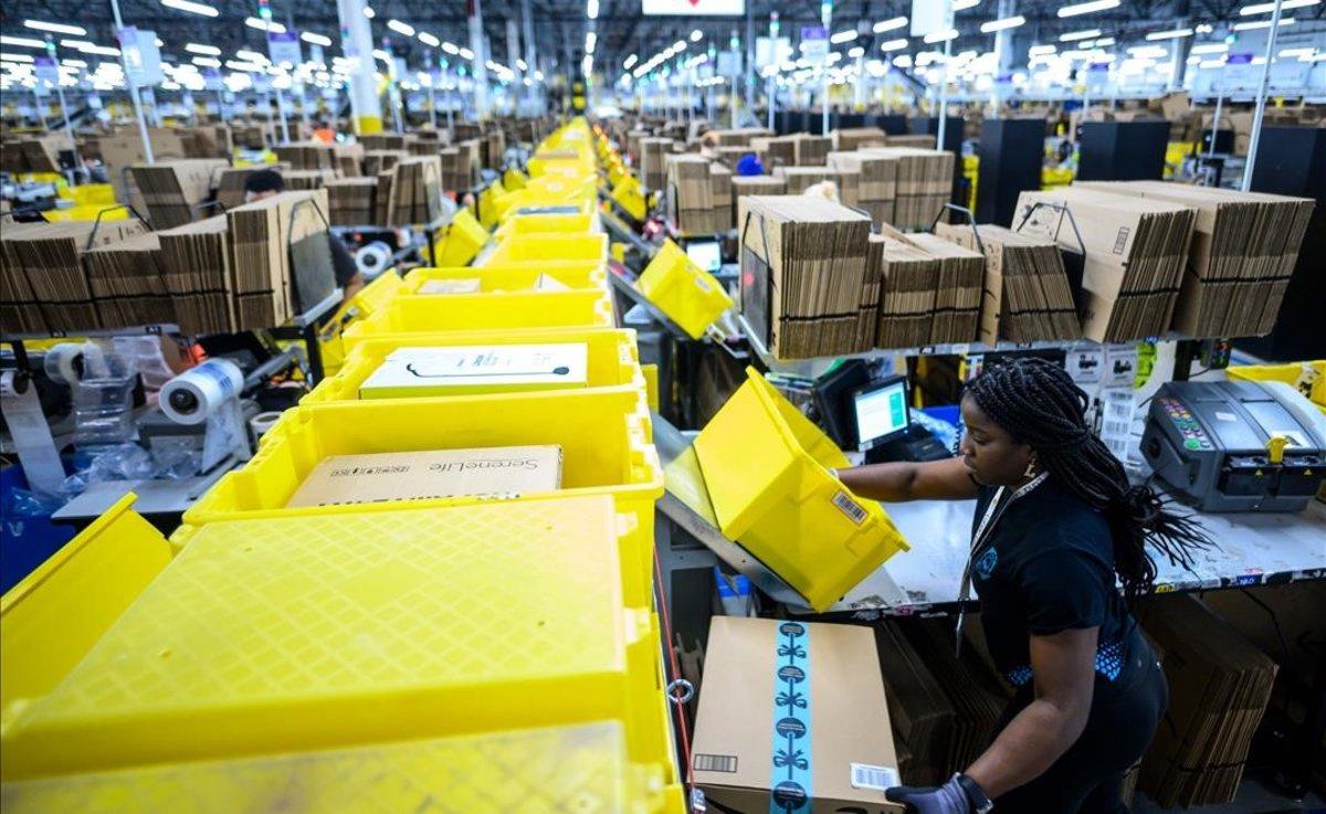 Centro de Amazon en Staten Island, Nueva York.