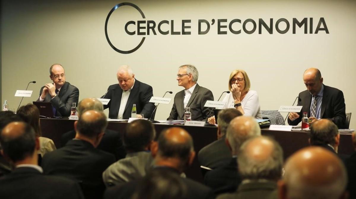 De izquierda a derecha, López Laborda, De la fuente, Costas,Anna Balletbó y Hierro, en el Cercle.
