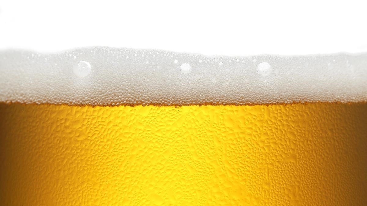 Una cerveza.
