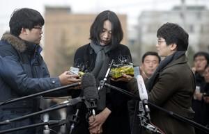 Cho Hyun-ah, hija del presidente de Korean Air, pide perdón por su salida de tono, este viernes en Seúl.