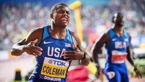 Christian Coleman, eufórico tras cruzar la meta de los 100 metros por delante de Justin Gatlin.