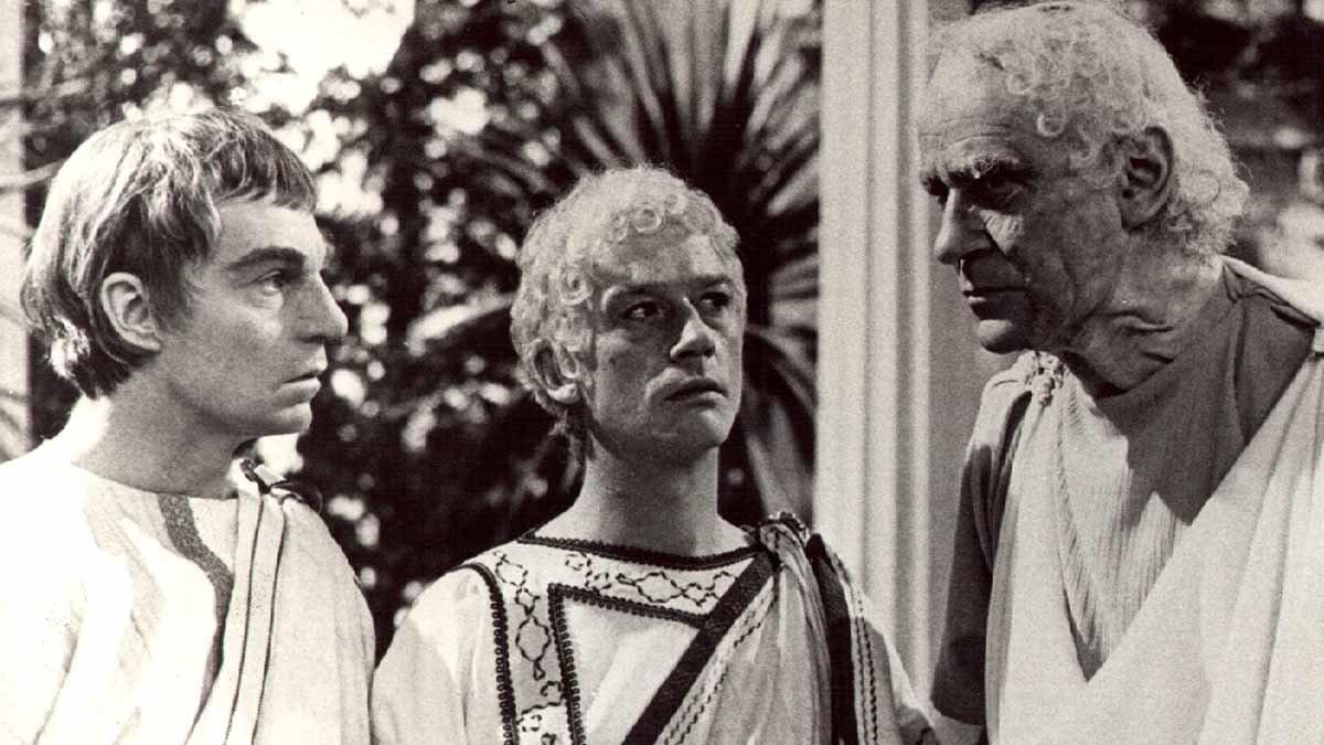 Claudio, Calígula y Tiberio, en una escena de la serie inspirada por el libro de Robwert Graves.