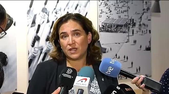 Necesitamos a alguien que venga a querer y a defender Barcelona, no a ensuciar su nombre, replica la alcaldesa.