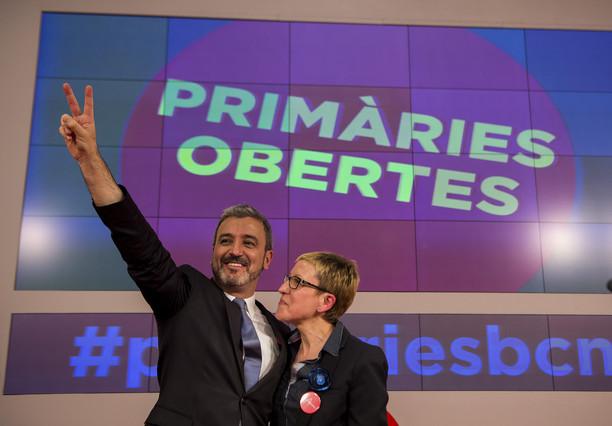 Collboni y Andrés saludando a los simpatizantes y gente del PSC en la primera votacion de las primarias