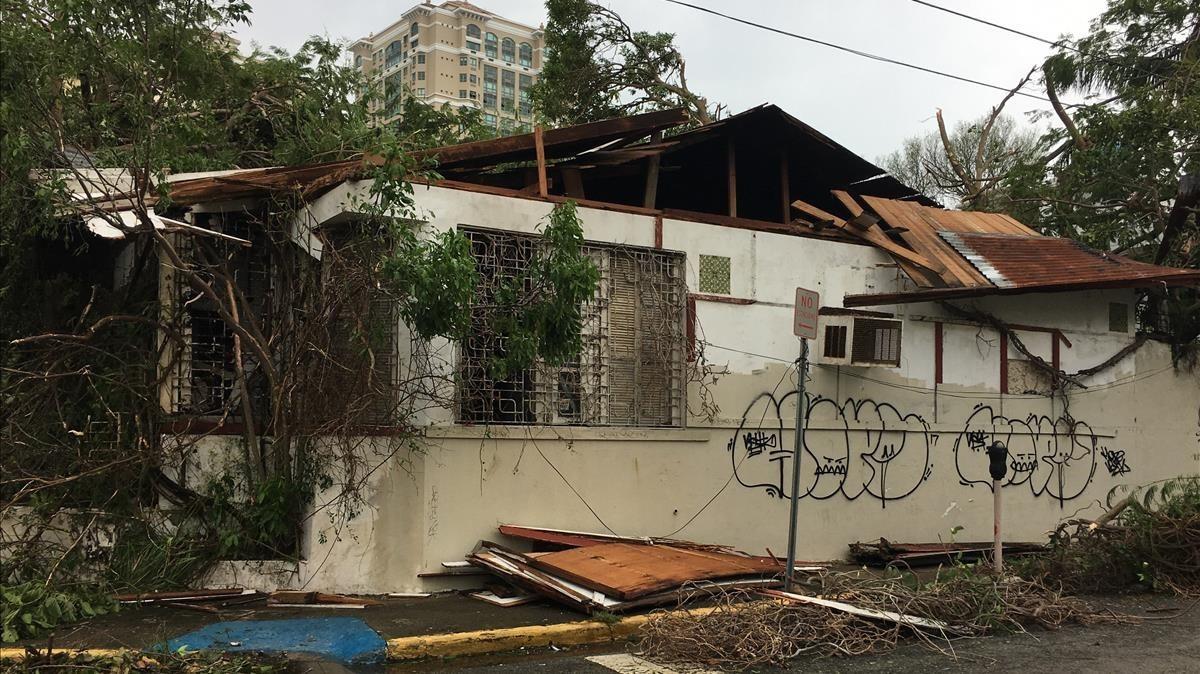 Daños causados en una casa tras el paso del huracán, en San Juan (Puerto Rico), el 21 de septiembre.