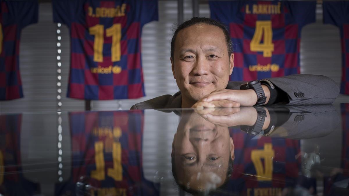 Dídac Lee, el directivo encargado del área digital, antes de la entrevista con EL PERIÓDICO en el Camp Nou.