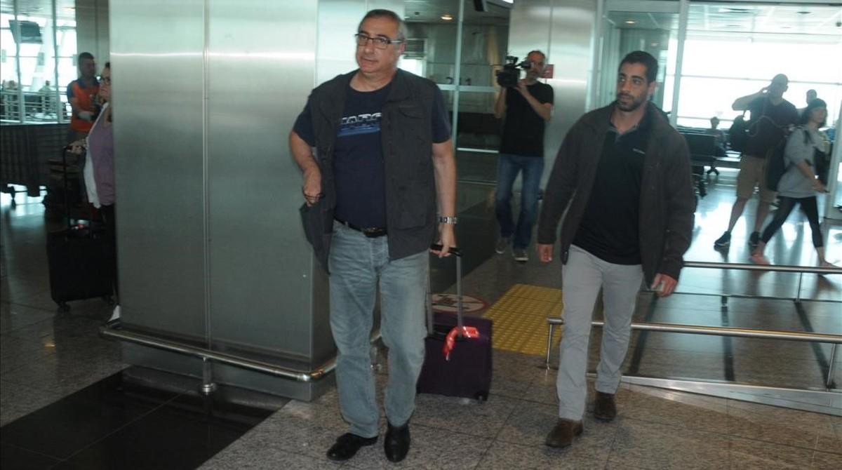 El embajador israelí en Turquía, Eitan Naeh, a su salida del aeropuerto de Estambul.