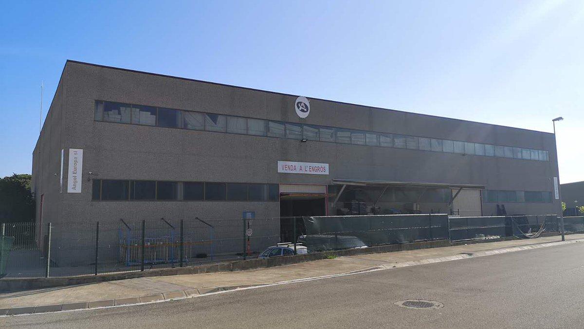 La empresa se fundó en el año 2013 y se ubica en el polígono industrial de Fornells de la Selva
