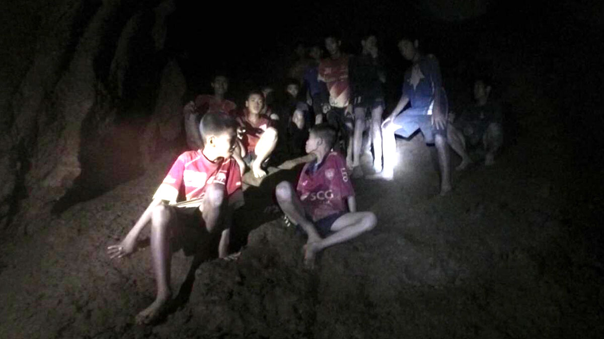 Encuentran a los 13 niños desaparecidos en Tailandia tras pasar nueve días en una cueva inundada.