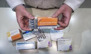 Envases de diversas marcas de medicamentos analgésicos opioides.