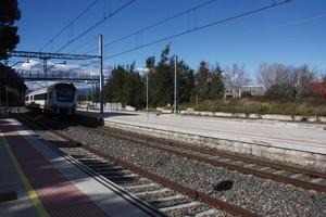 Estación de Vila-seca, donde un mercancías ha arrollado a un joven y sus dos perros.