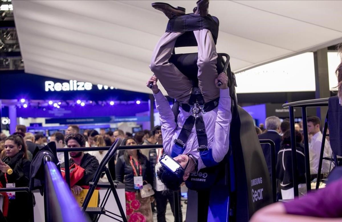Exhibició de les ulleres de realitat virtual de Samsung a l'MWC.