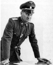 Extravagant  Eddie Chapman, amb un uniforme de SS.