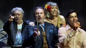 De izquierda a derecha, Mario Gas, Pep Munné, Judit Farrés e Ivan Benet en Las personas del verbo. Contra Jaime Gil de Biedma.