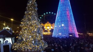 La feria de Navidad del Port Vell, iluminada.