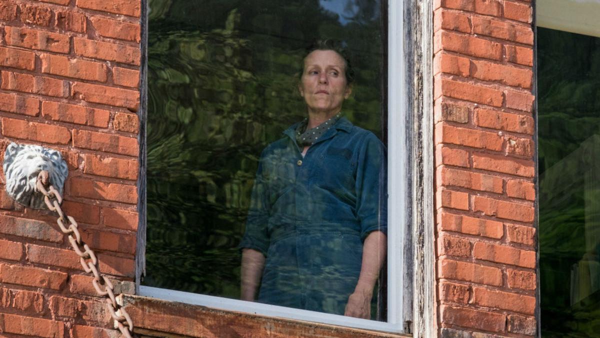 Frances McDormand, en un fotograma de Tres anuncios en las afueras