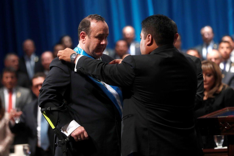 El médico y cirujano de 63 años Alejandro Giammattei Falla fue investido como el undécimo presidente de Guatemala.