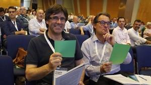 Puigdemont y Mas, en la comisión de bases fundacionales del congreso de Convergència.