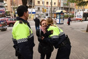 Imagen que acompaña al tuit de la Guàrdia Urbana de Barcelona felicitando el Día de la Madre.