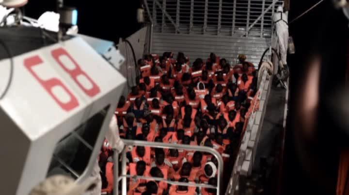 Italia cierra la puerta al Aquarius, un barco con 629 inmigrantes a bordo.