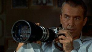 James Stewart, en un fotograma de 'La ventana indiscreta', de Alfred Hitchcock
