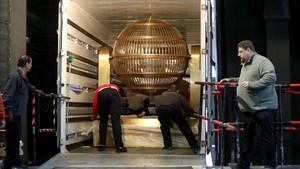 Los bombos de la lotería de Navidad llegan al Teatro Real de Madrid, el pasado15 de diciembre.