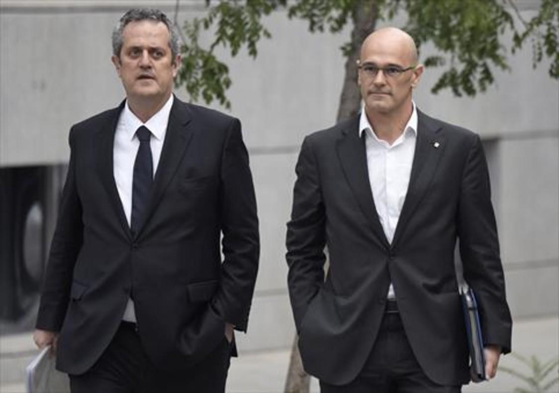Joaquim Forn y Raül Romeva se dirigen a declarar ante la Audiencia Nacional, en una foto de archivo.