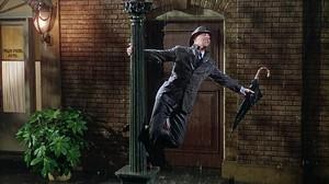 Un momento de la película Cantando bajo la lluvia de 1952