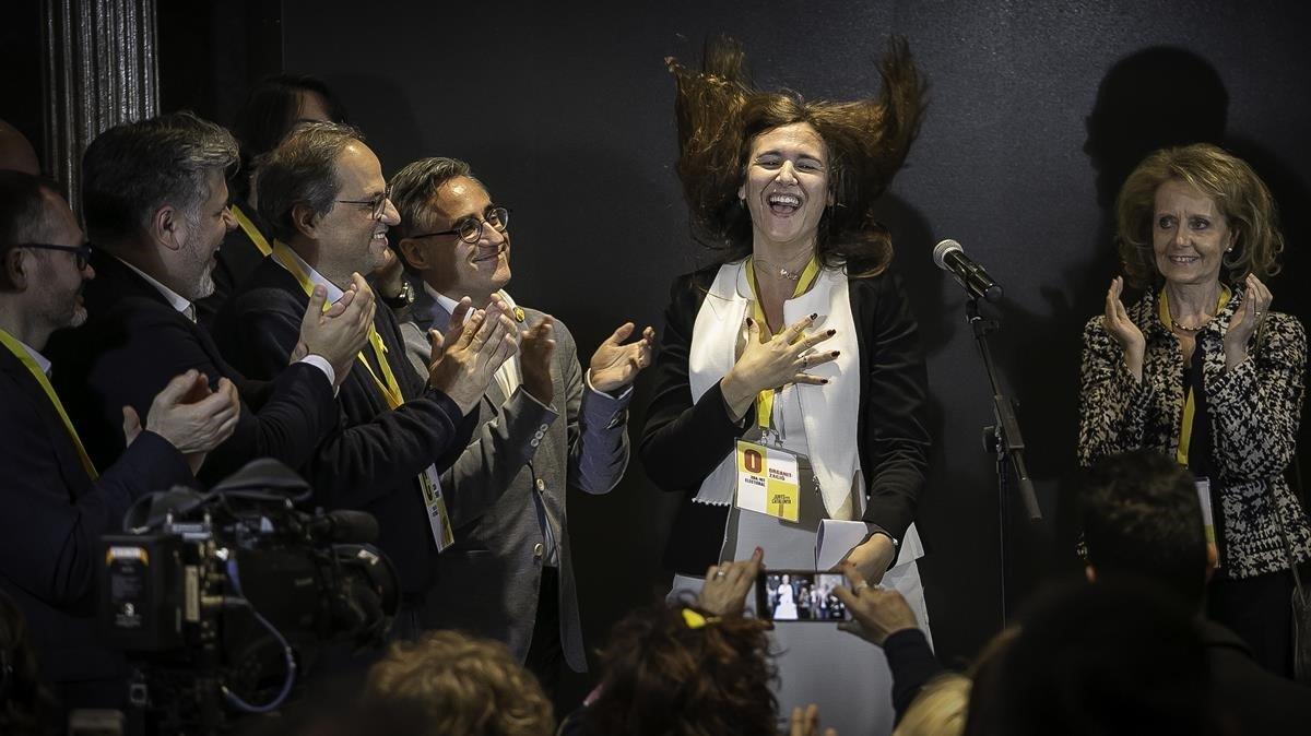Laura Borràs, número dos de JxCat, celebra los resultados obtenidos.