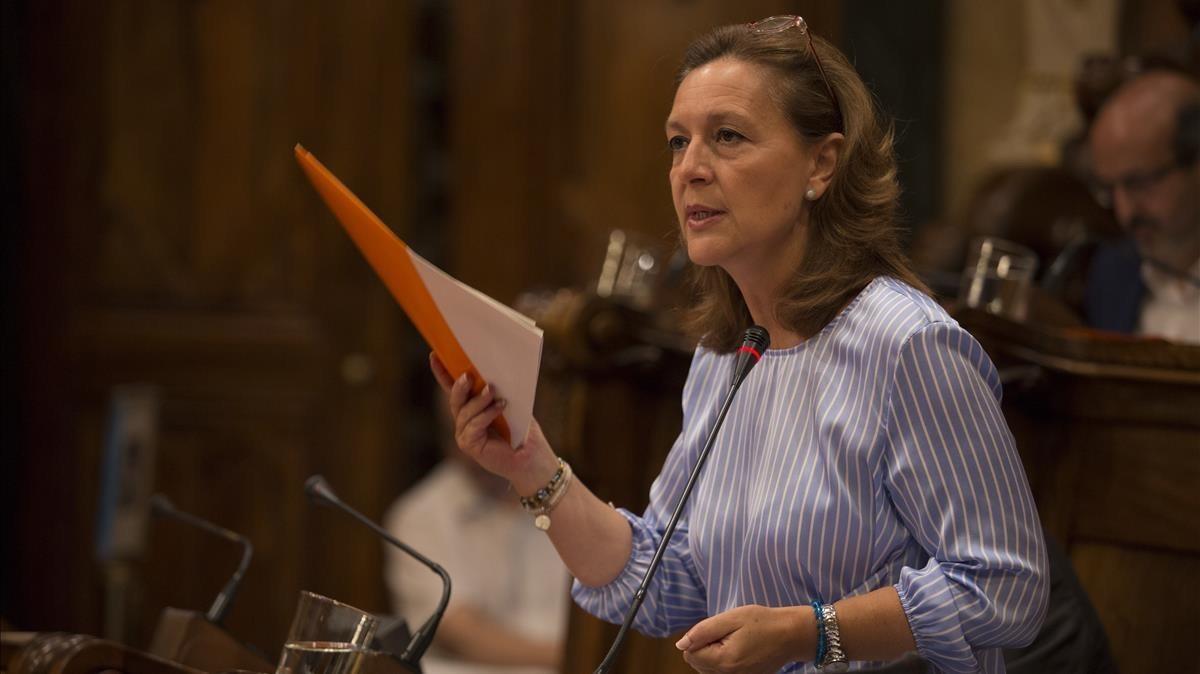 La líder de Ciudadanos en Barcelona, Carina Mejías, en un pleno del ayuntamiento.