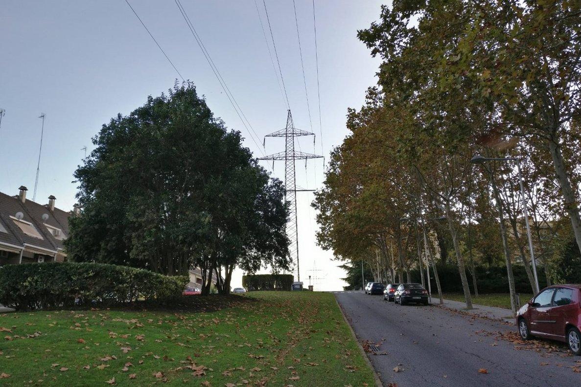 Línea eléctrica que atraviesa Can Fatjó, en Rubí