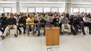 Los acusados del 'caso Emarsa', en el arranque del juicio, este martes en València.