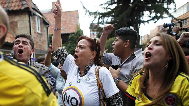 Los colombianos rechazan en referéndum el acuerdo de paz entre el Gobierno y las FARC,