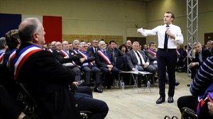 Emmanuel Macron se dirige a 600 alcaldes de Occitania, el 18 de febrero del 2019 en Souillac, en el sudeste de Francia.