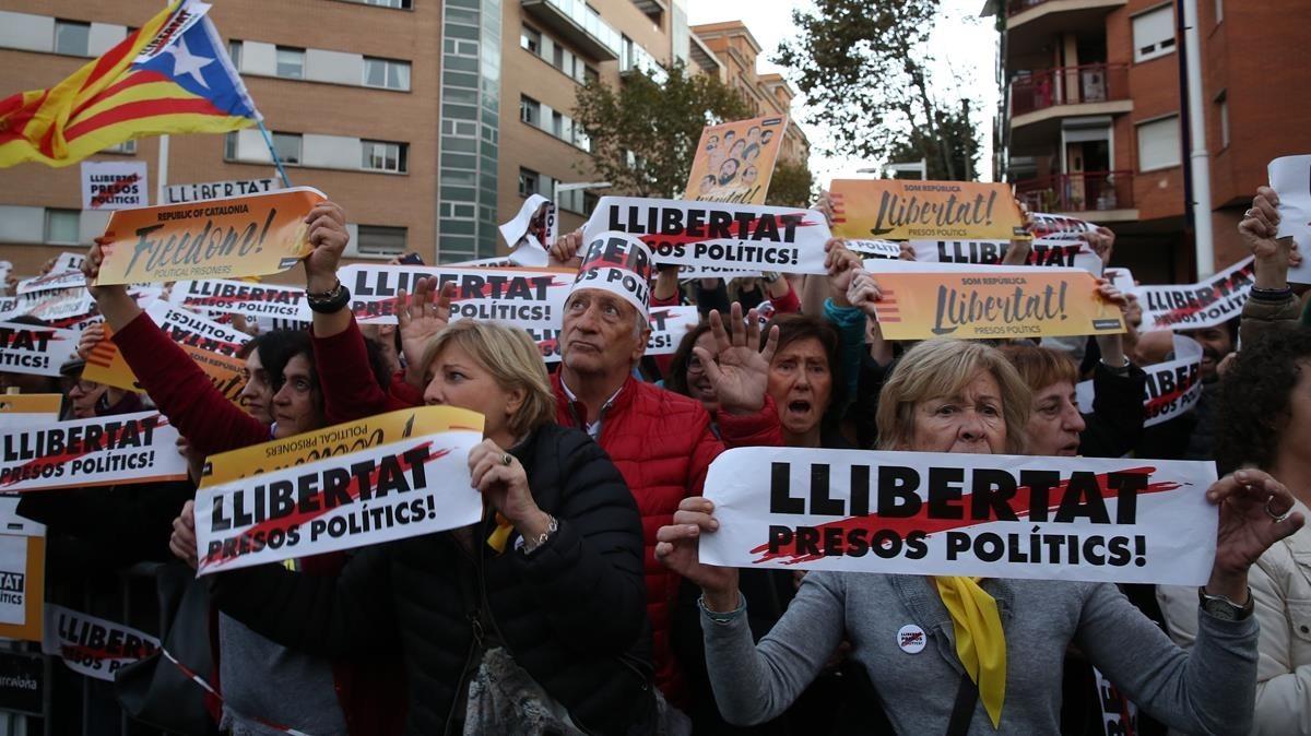 Manifestación de la ANC y Òmnium para exigira la libertad de los exconsellers presos y los Jordis.