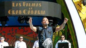 Manny Manuel, en el escenario en el Carnaval de Las Palmas de Gran Canaria, justo antes de ser expulsado.
