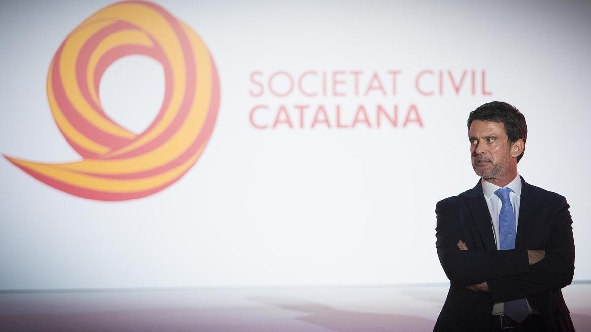 Valls, en un acto de Societat Civil Catalana, en abril pasado.