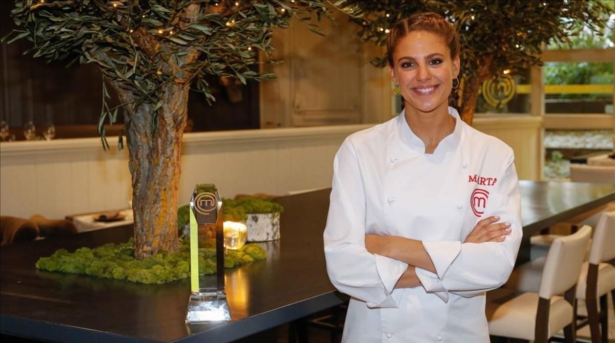 Marta Verona, ganadora de 'Masterchef 6' (TVE-1), con su trofeo.