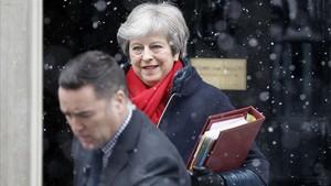 May abandona el número 10 de Downing Street, en Londres, el 28 de febrero.