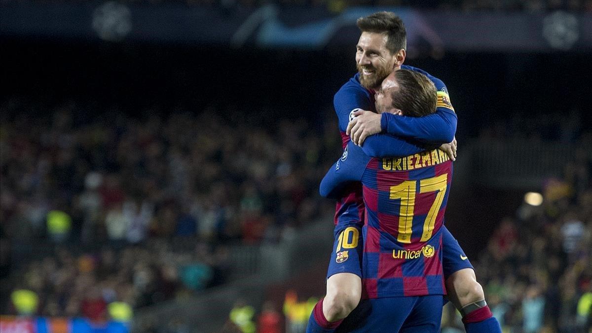 Messi y Griezmann celebran el tercer gol, con un pase del argentino y remate del francés.