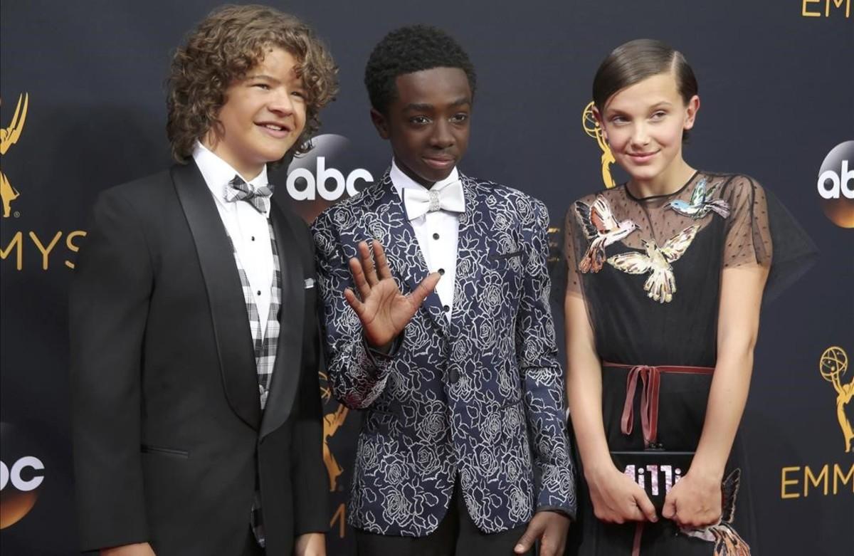 Gaten Matarazzo, Caleb McLaughlin y Millie Bobby Brown, tres de los jóvenes protagonistas de la serie de NetflixStranger Things.
