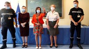 La ministra de Defensa, Margarita Robles (en el centro, de rojo), en unacto para informar a las comunidades que ya tienen a su disposición 2.000 rastreadores de las Fuerzas Armadas, este jueves 27 de agosto.