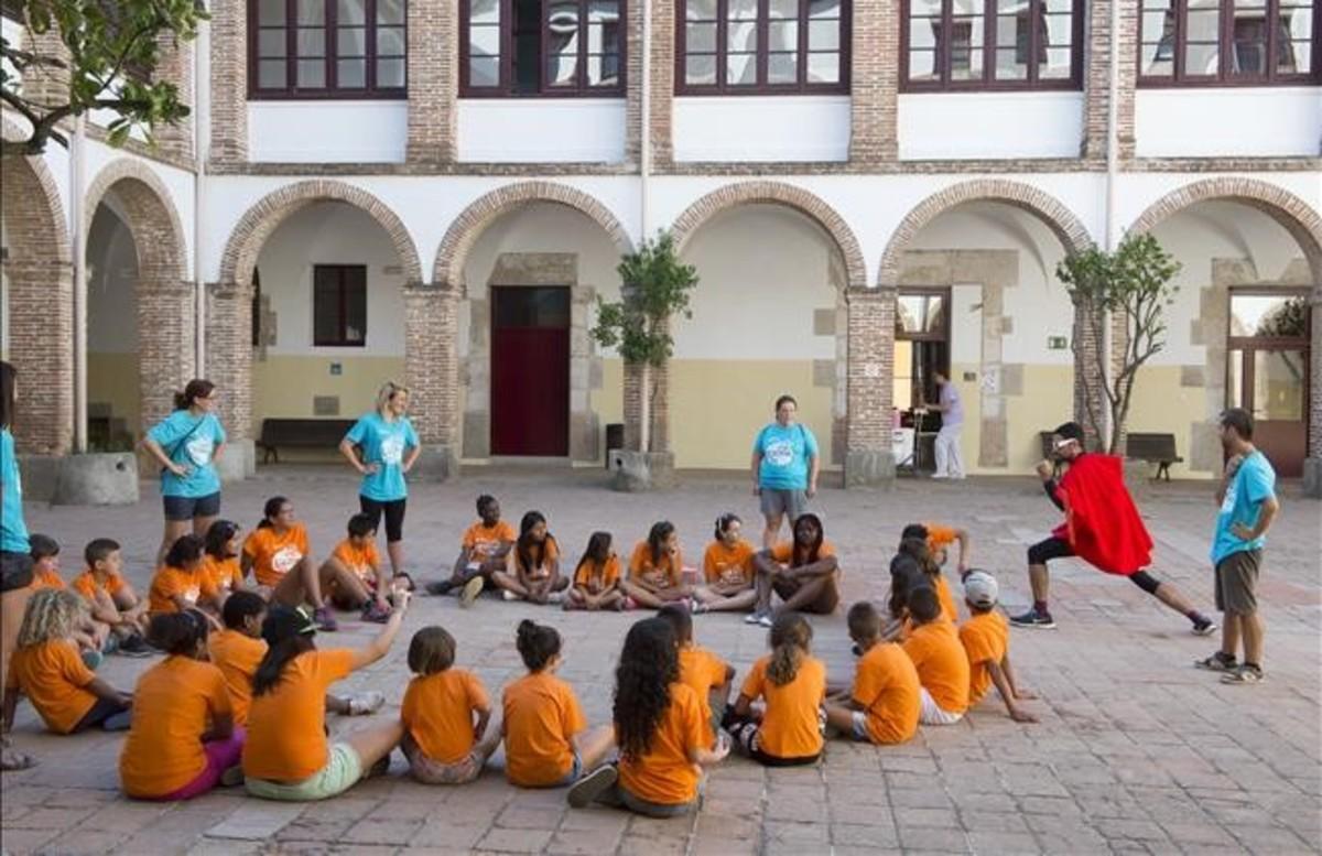 Niños durante una actividad en las colonias de La Conreria, en Tiana.