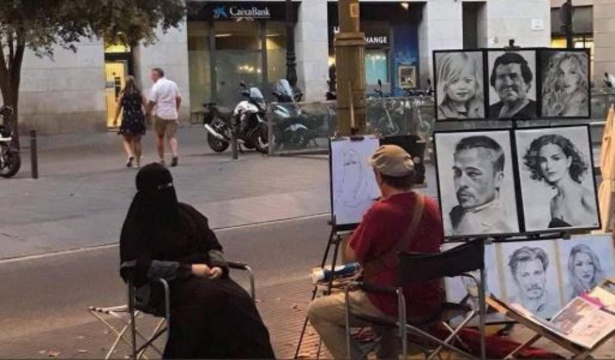 El empoderamiento detrás del retrato viral de una mujer con niqab en Barcelona