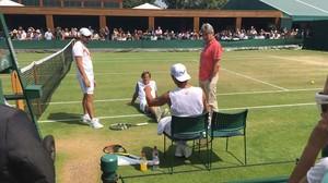 Nadal junto a Francis Roig (entrenador), Rafa Maymó (fisio) y el doctor Ángel Ruiz-Cotorro, en un descanso en Wimbledon.